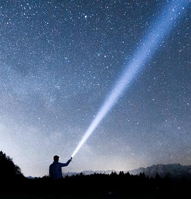 astrologie-dezvoltare-personala-consultantii-sfaturi-universul-om---mijloc